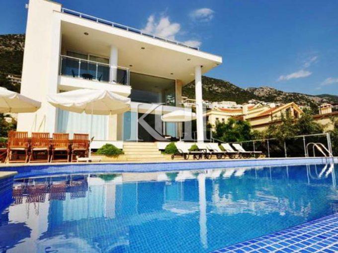 Spacious Villa For Sale In Kiziltas