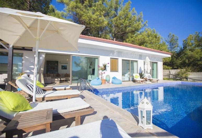 Three-Bedroom Modern Villa in Islamlar