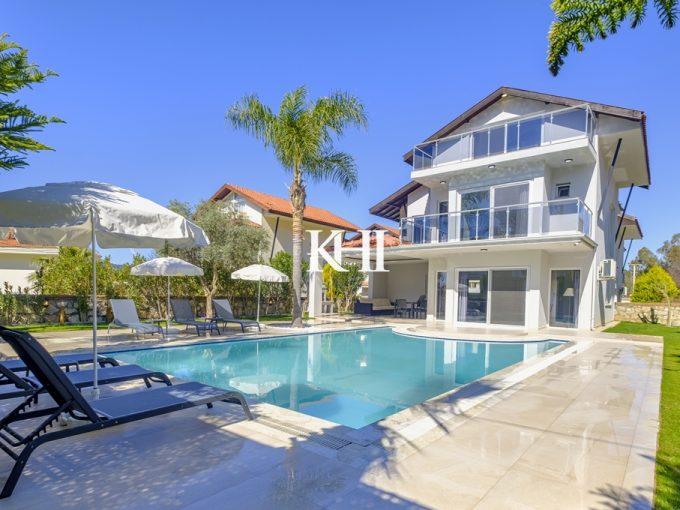 Detached Modern Villa For Sale