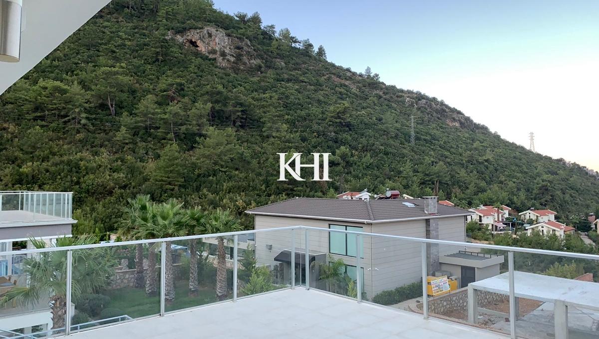 Contemporary Four-Bedroom Villa For Sale